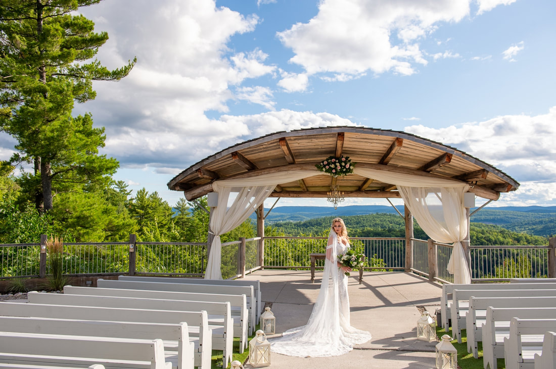 bride, wedding, Le Belvedere, ceremony site, Gatineau Hills wedding